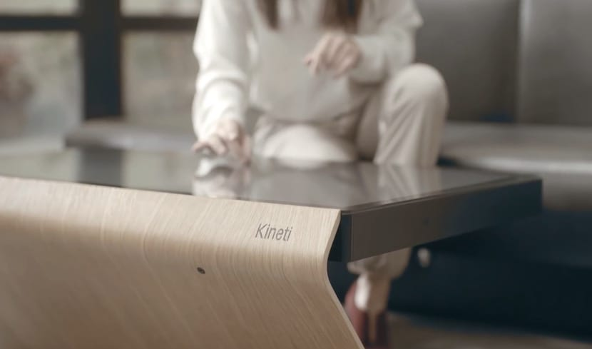 Kineti nos presenta una mesa que integra una tablet for Table kineti