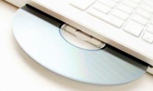Disco saliendo de un portátil